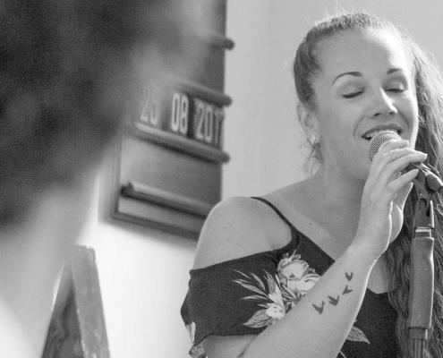 Foto van zangeres D-Joiz Ceremonie